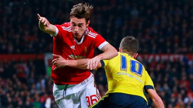 Bek Manchester United, Matteo Darmian (kiri)