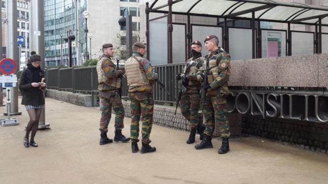 Pasukan tentara Belgia sedang berjaga.