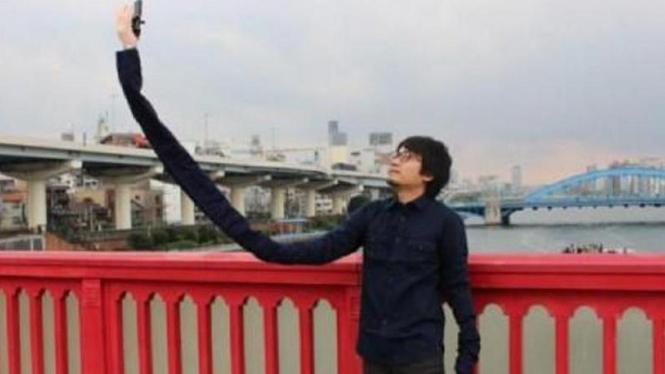 """Mansun, pria Jepang yang menciptakan """"Selfie arm"""""""