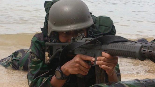 Pasukan Elite Marinir Uji Coba Senjata Khusus