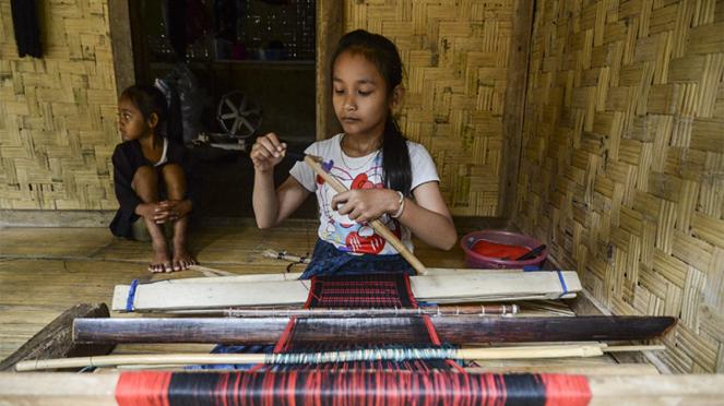 Mengintip pembuatan tenun suku Baduy