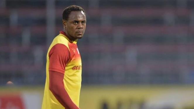 Victor Igbonefo di Osotspa M-150 Samutprakan FC