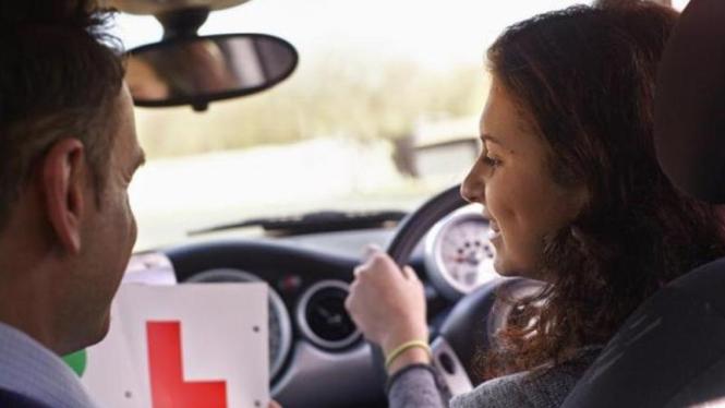 Ilustrasi belajar mengemudi.