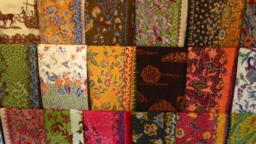 Ilustrasi pakaian batik.