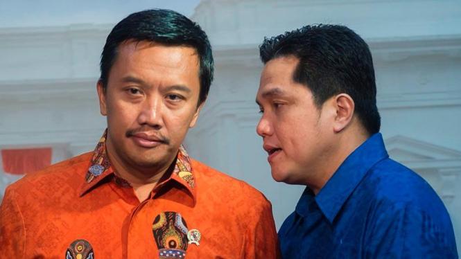 Menteri Pemuda dan Olahraga, Imam Nahrawi, dan Erick Thohir (kanan)
