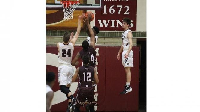 Pemain basket melakukan levitasi.
