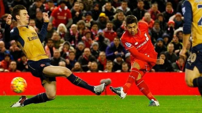 Pemain Liverpool, Firmino, saat bobol gawang Arsenal.