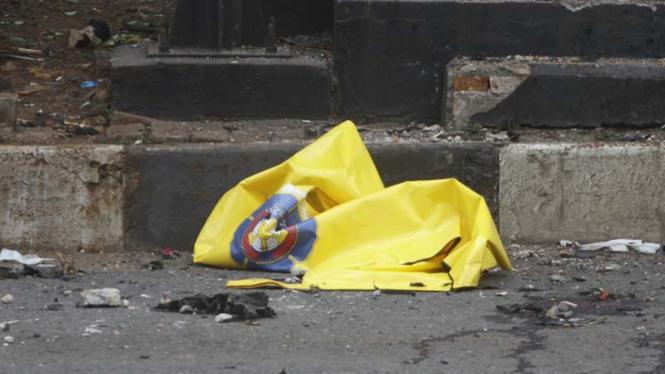 Polisi melakukan olah TKP di lokasi bom Sarinah