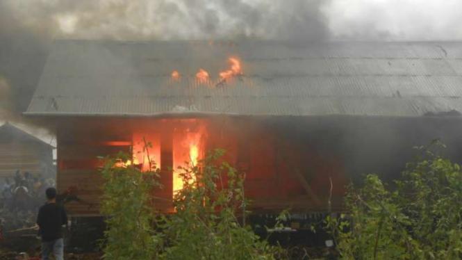 Pemukiman warga Gafatar dibakar massa di Kabupaten Mempawah