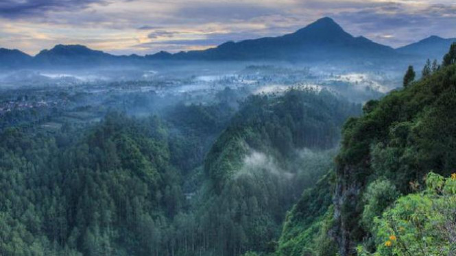 Tebing Keraton, Bandung.