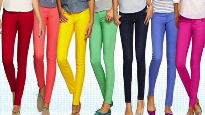 Jeans warna pastel.