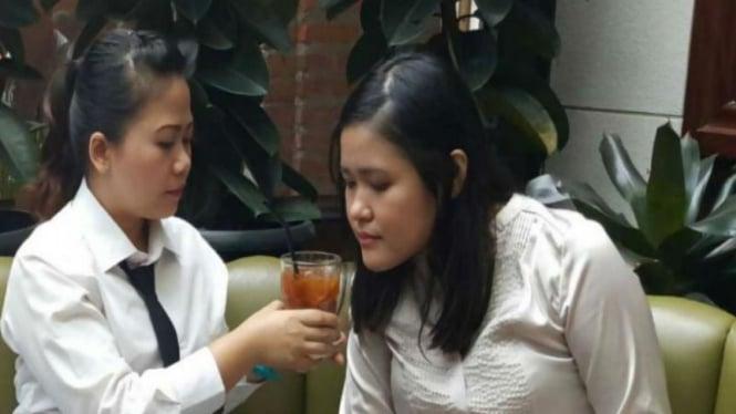 Jessica Kumala Wongso saat mengikuti rekonstruksi di Kafe Olivier, Grand Indonesia, terkait kasus kematian Wayan Mirna Salihin.