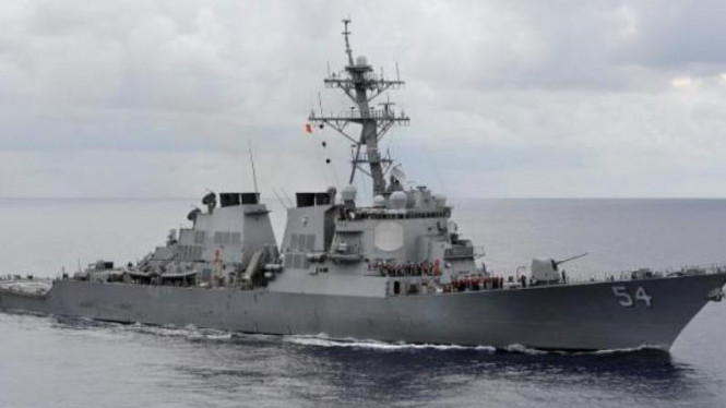 Kapal USS Curtis Wilbur berpatroli di Laut Filipina