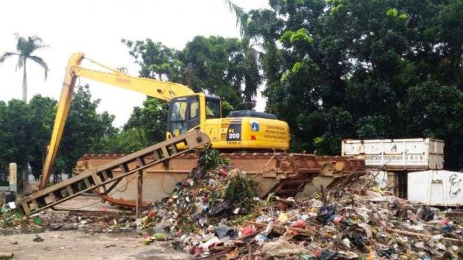 DKI Dorong Peralihan Kantong Plastik Daur Ulang – VIVA 517e4d3c86