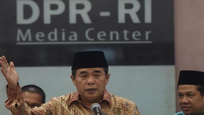 Ketua DPR Ade Komarudin menyampaikan hasil rapat Badan Musyawarah DPR di Komplek Parlemen Senayan, Jakarta, Rabu (27/1)