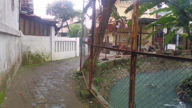 Jalan menuju rumah tersangka narkoba Bahreizy.