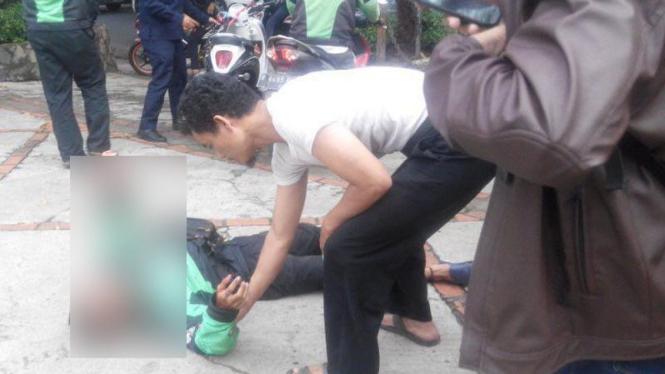 Pengemudi Gojek yang dipukuli dengan senjata di Kemang.