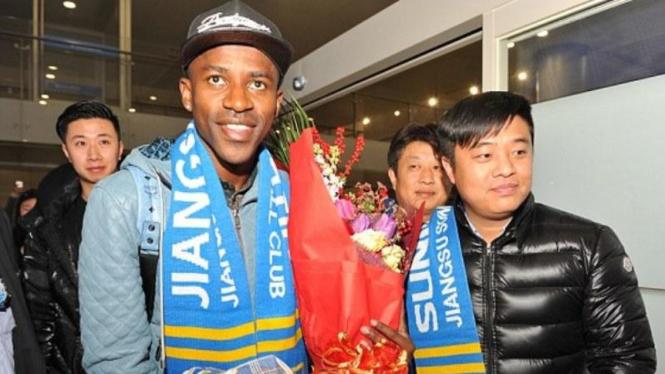 Pemain Jiangsu Suning, Alex Teixeira