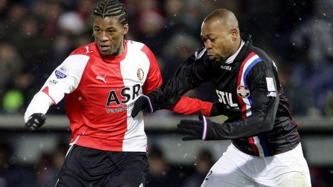 Terduga kasus pengaturan skor Eredivisie, Ibrahim Kargbo (kanan).