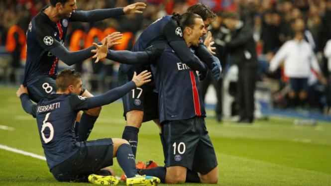 Zlatan Ibrahimovic merayakan gol ke gawang Chelsea di Liga Champions.