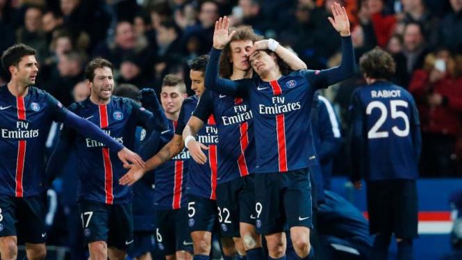 Para pemain Paris Saint-Germain (PSG) merayakan gol.