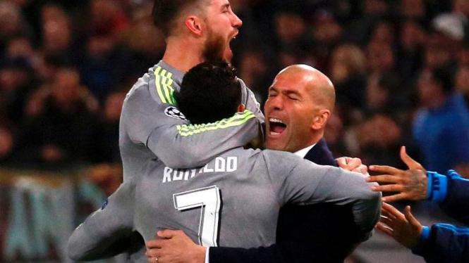 Pemain Real Madrid, Cristiano Ronaldo, dan Zinedine Zidane