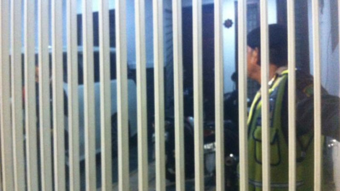 Polisi menggeledah rumah Saipul Jamil, Kamis malam, 18 Februari 2016.