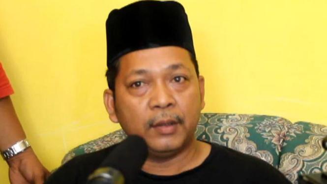 Raden Aryo alias Jari (40 tahun), warga Jombang, Jawa Timur, yang mengaku sebagai nabi setelah mendapatkan wahyu dari Tuhan.