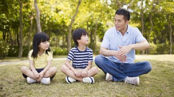 Ayah melindungi anak dari LGBT.