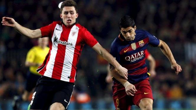 Bek Athletic Bilbao, Aymeric Laporte (kiri) yang diincar Manchester City
