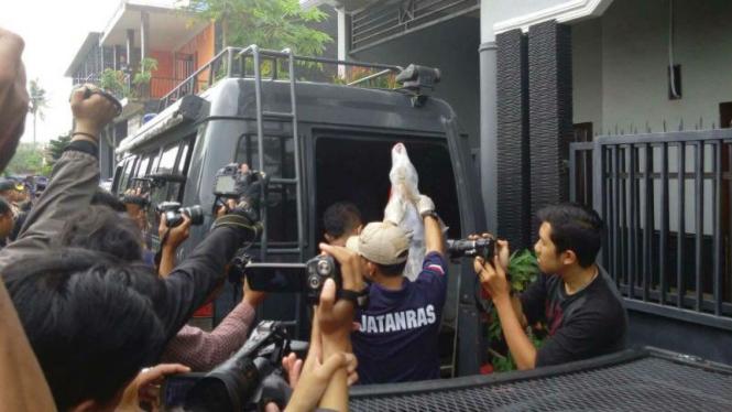 Densus 88 menangkap terduga teroris di Malang