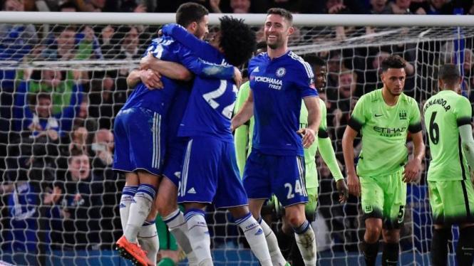 Para pemain Chelsea merayakan gol ke gawang Manchester City di ajang Piala FA