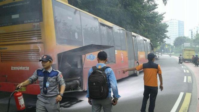 Bus Transjakarta terbakar