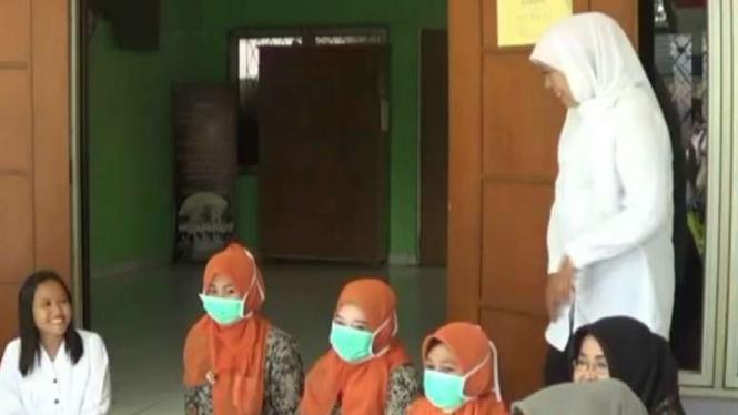 Mensos Khofifah di Pantai Sosial Karya Wanita (PSKW) Pasar Rebo, Senin(22/2/201)
