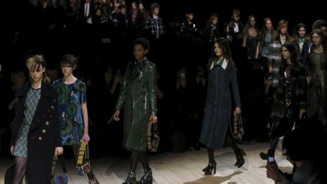 Pameran busana Burberry di London Fashion Week