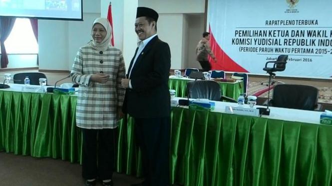 Komisi Yudisial (KY) akhirnya memilih Aidul Fitriciada Azhari sebagai Ketua KY dan Sukma Violleta terpilih sebagai Wakil Ketua KY.