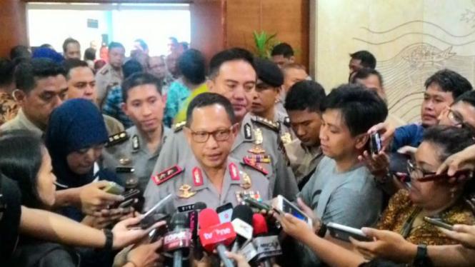 Irjen Pol Tito Karnavian memberikan keterangan pers di Balaikota, DKI Jakarta, Jumat, 26 Februari 2016.