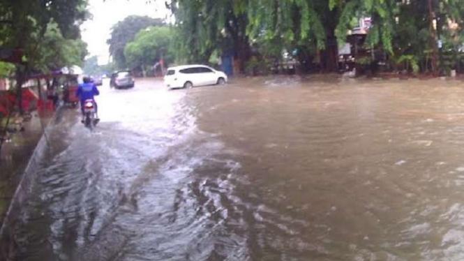 Banjir di Jalan Gading Kirana, Kelapa Gading, Jakarta Utara