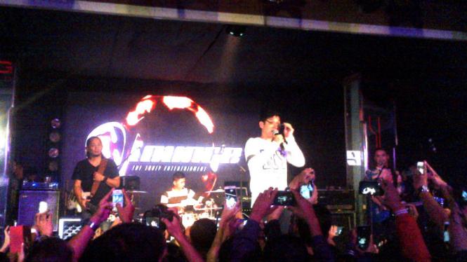 Group Band Ungu saat manggung di Semarang.