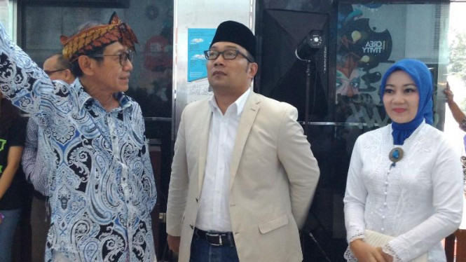 Wali Kota Bandung, Ridwan Kamil dan Atalia (kanan)