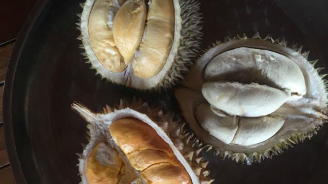 Buah durian.