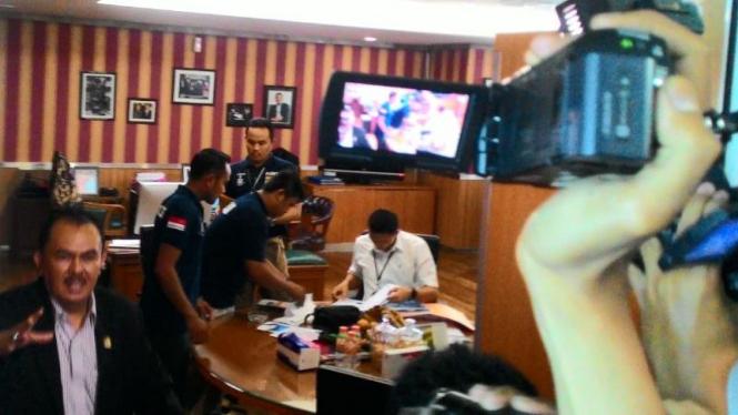 Penyidik Bareskrim Geledah Ruang Ketua DPRD DKI