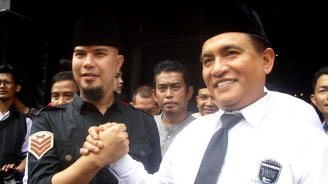 Bakal Calon Gubernur DKI Jakarta yang juga Ketua Umum Partai Bulan Bintang Yusril Ihza Mahendra bersama musisi Ahmad Dhani menggelar pertemuan dan silaturahmi politik di Jakarta
