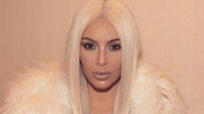 Kim Kardashian dan gaun tembus pandang