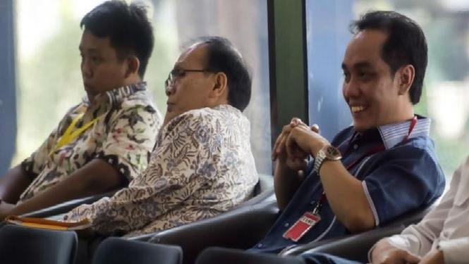 Politikus PKB Fauzih Amro (baju biru) diperiksa KPK terkait kasus suap Budi Supriyanto