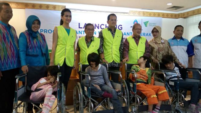 Dhuafa-PTTEP menyumbangkan 101 Alat Bantu Gerak