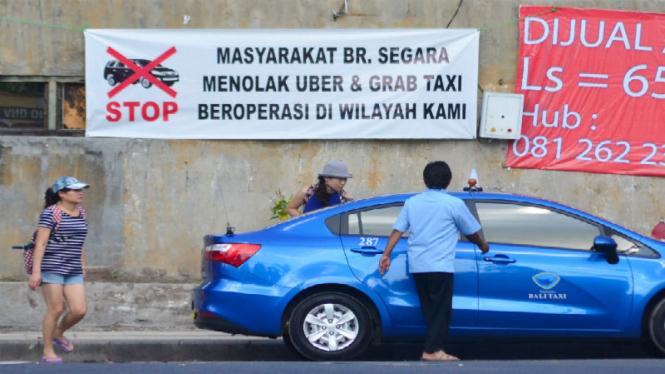 Demo tolak Uber dan Grab