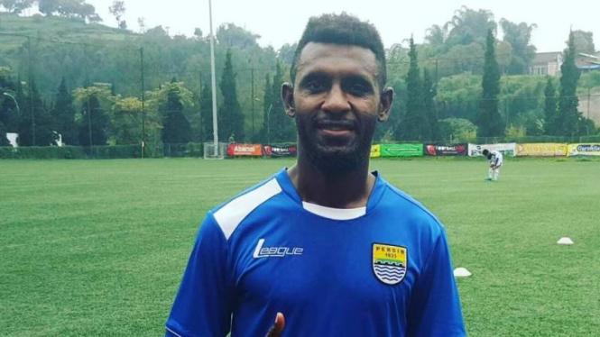 Pemain Persib Bandung, Yanto Basna.