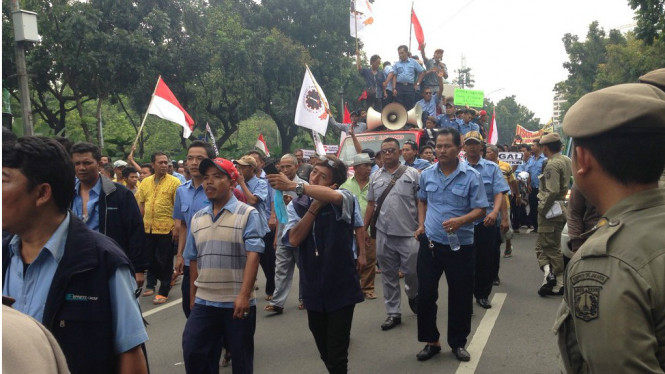 Demo sopir taksi di depan Balai Kota, Jakarta, Senin, 14 Maret 2016.