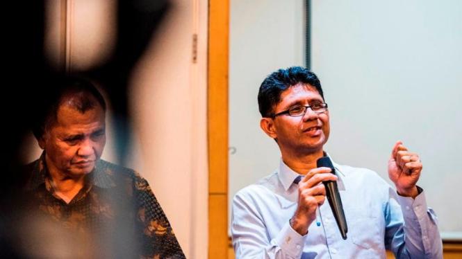 Wakil Ketua Komisi Pemberantasan Korupsi La Ode Syarif (kanan)